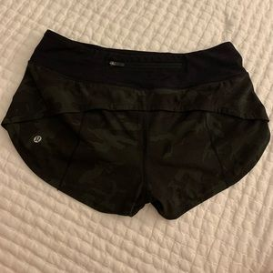 camo speed up shorts lulu *barely worn*